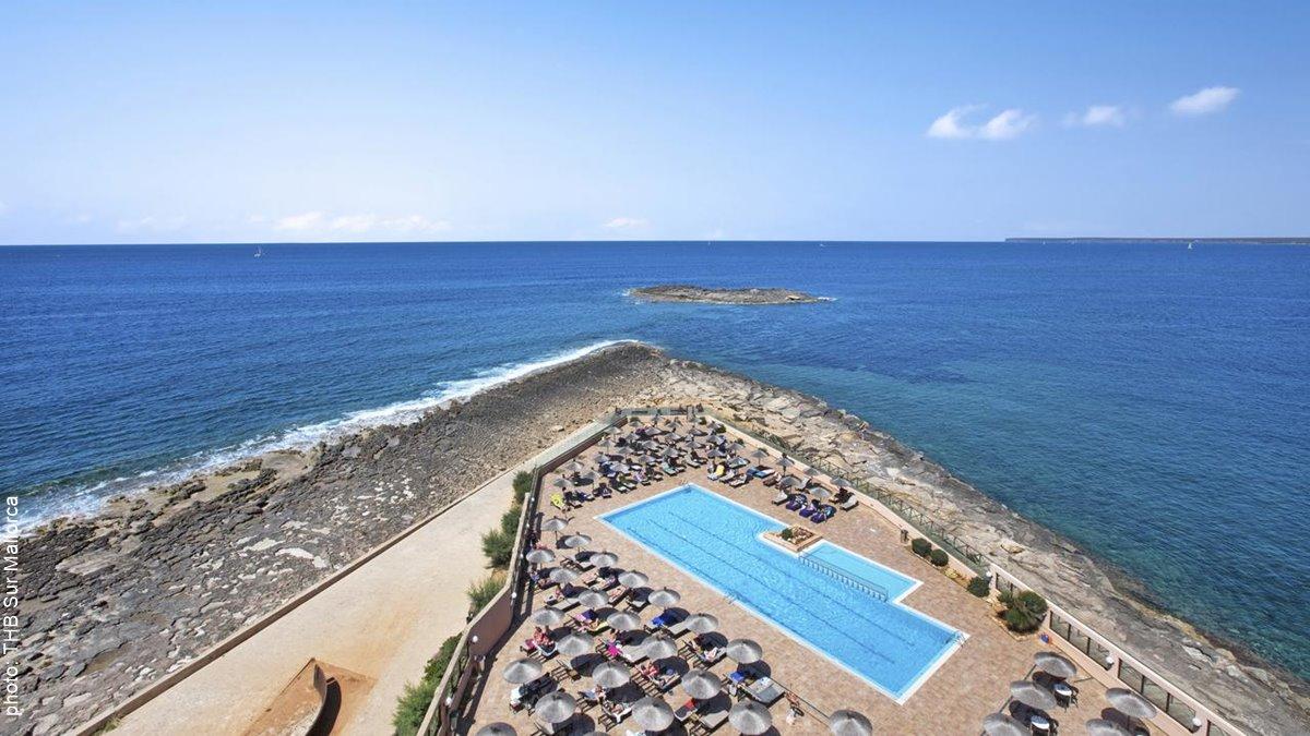 THB Sur Mallorca swimming