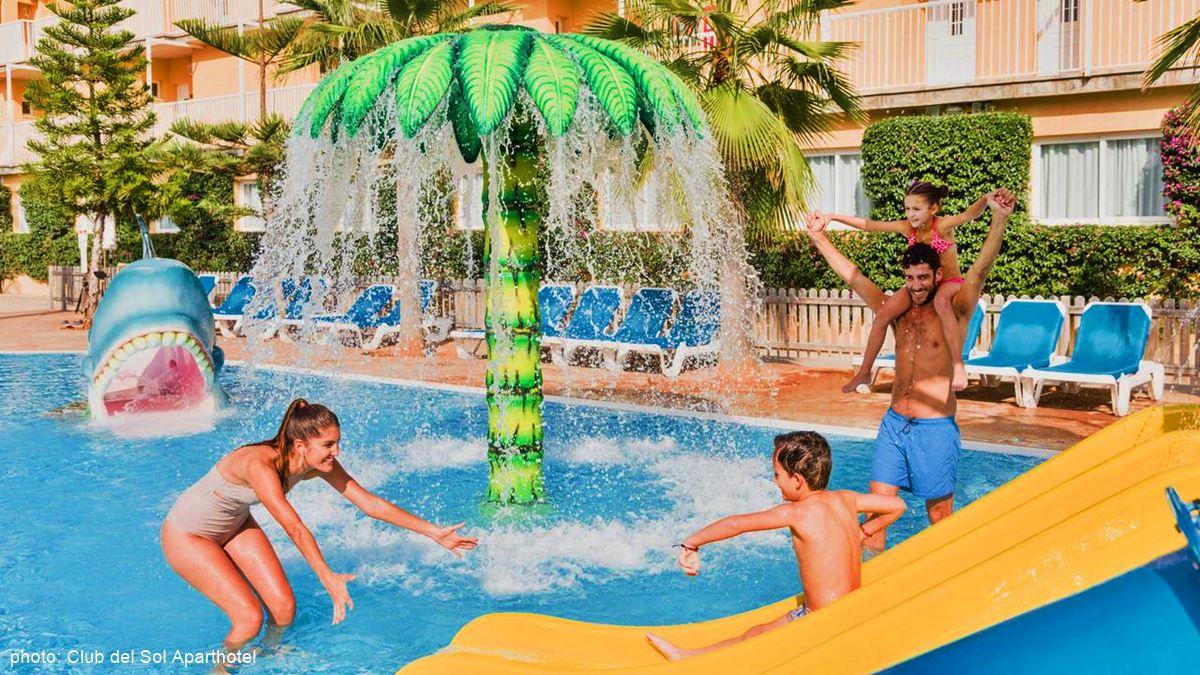 Club del Sol Aparthotel swimming