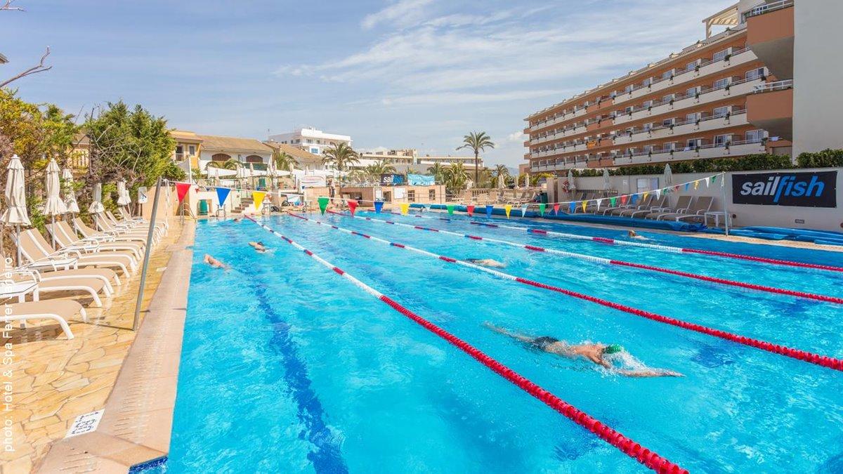 Hotel & Spa Ferrer Janeiro swimming